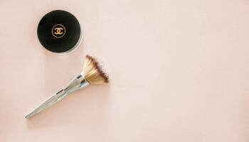 what is a fan makeup brush used for